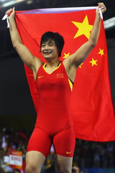 图文-女子72公斤级自由式摔跤 国旗照耀王娇夺冠