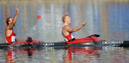 Germany wins men's kayak double (K2) 1,000m gold