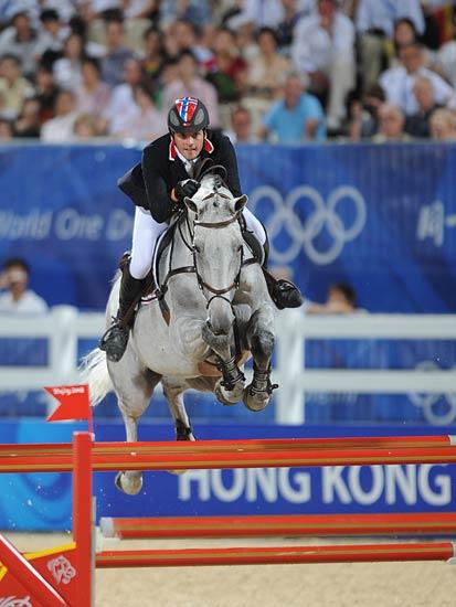 图文-马术障碍赛精彩回顾 人和马配合默契