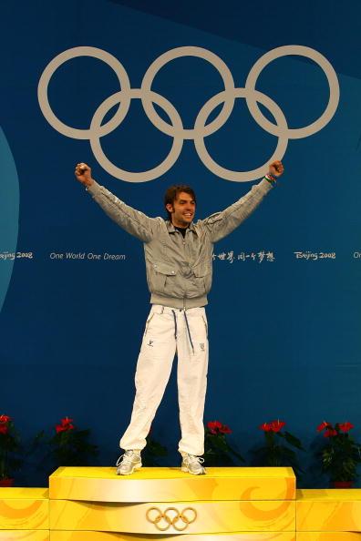 图文-[奥运]男子重剑个人决赛 站在台上高举双臂