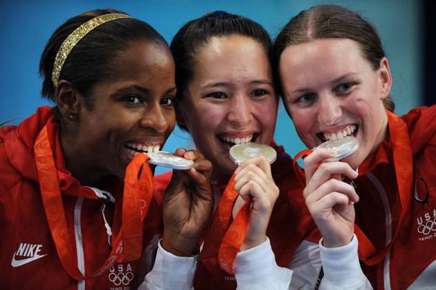 图文-[奥运]击剑女子花剑团体 美国姑娘品尝银牌