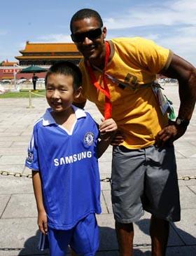 Photos : Benjamin Boukpeti visite la Place Tian'anmen