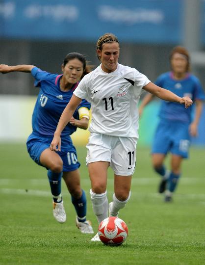 图文-[奥运会]女足日本VS新西兰 泽穗希紧追不舍