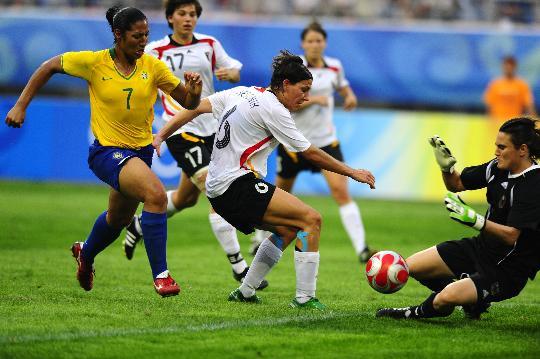 图文-[奥运会]德国女足0-0巴西 安格勒扑救险球