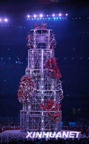 Abschlußfeier: Akrobaten bilden Turm