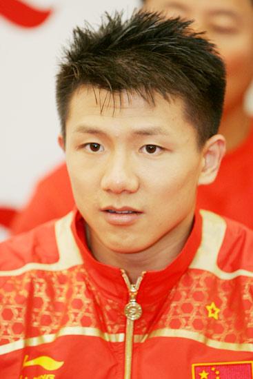 图文-几代体操人共庆奥运9金  少年老成陈一冰