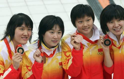 图文-女子4x100米混合泳接力 中国姑娘们获得铜牌