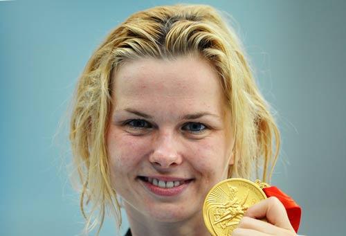 图文-斯特芬获50米自游泳冠军 手持金牌