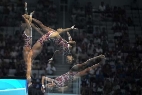 图文-女子单人十米跳台赛况 日本选手动作分解