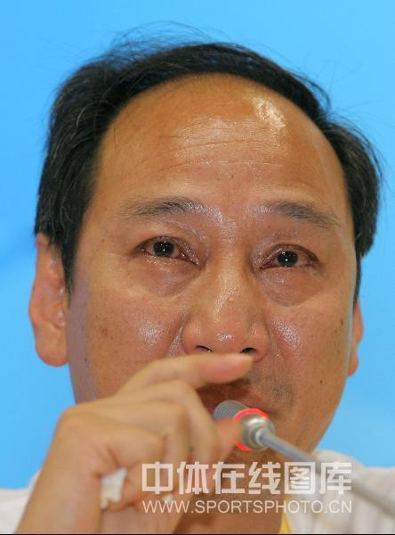 图文-刘翔退赛孙海平泪洒发布会 教练以泪洗面