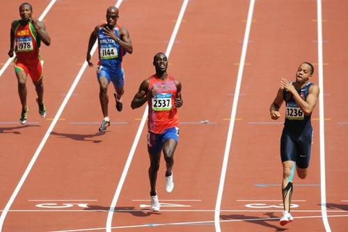 图文-奥运会男子200米预赛 华莱士一马当先