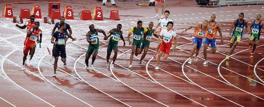 图文-男子4X100米盖伊掉棒美国出局 一切已来不及