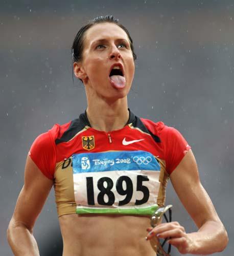 图文-女子跳高资格赛赛况 德国选手的俏皮表情