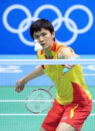 图文-奥运会羽毛球男单赛 鲍春来沉着应对