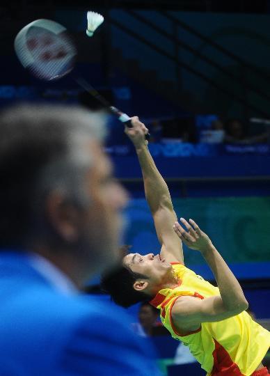 图文-羽毛球男单林丹顺利晋级 差点就没接到这球