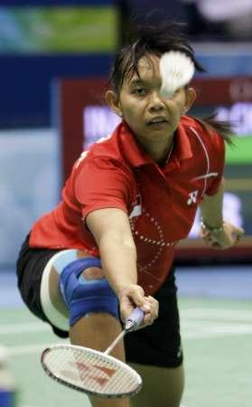 图文-奥运羽毛球女单3-4名决赛 尤丽安蒂救险