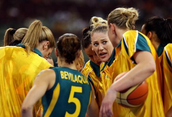 图文-澳大利亚83-64胜白俄罗斯 为自己加油助威
