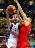 图文-[奥运]中国男篮77-91希腊 他想硬吃易建联