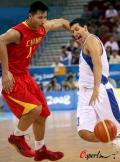 图文-[奥运]中国男篮77-91希腊 别想轻松突破我
