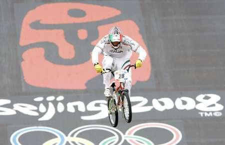 图文-奥运会BMX小轮车个人赛赛况 曼努埃尔奋力冲