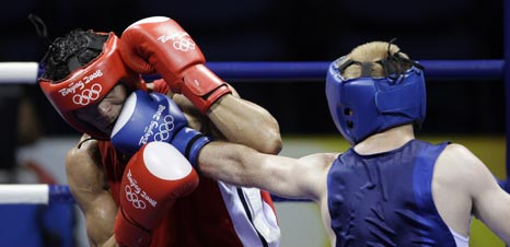 图文-19日奥运拳击赛场赛况 没有防住直拳