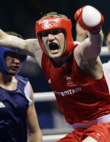图文-19日奥运拳击赛场赛况 欢呼庆祝胜利