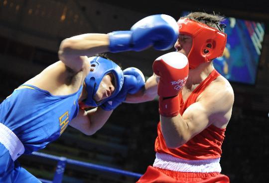 图文-男子拳击81KG张小平夺冠 右臂挥出铁拳