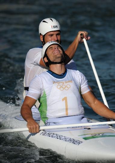 图文-激流回旋男子双人划艇 终于可以长舒一口气