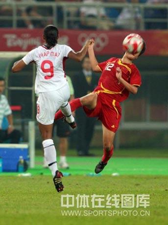 图文-[女足]加拿大1-1中国 娄佳惠场上很勇猛
