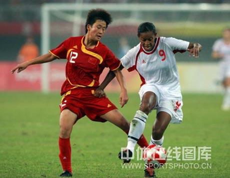 图文-[女足]加拿大1-1中国 娄佳惠紧逼对手