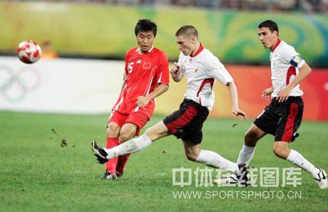 图文-[男足]中国0-2比利时 姜宁进攻被对手破坏