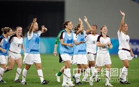 图文-[女足]美国4-0新西兰 球员招手致意
