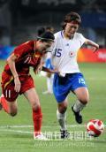 图文-[奥运]中国女足0-2日本 双方拼抢激烈