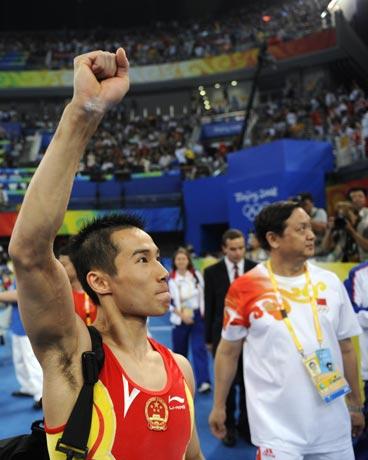 图文-肖钦勇夺男子鞍马金牌 回应观众的鼓励