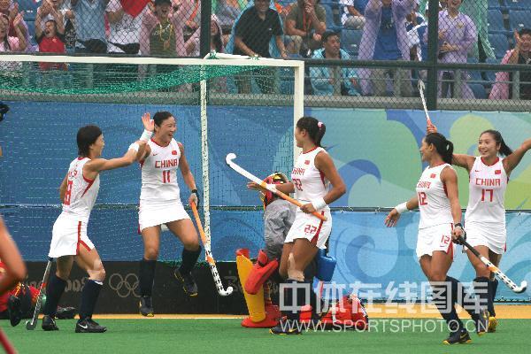 图文-中国女曲3-0胜西班牙取开门红 队员庆祝得分