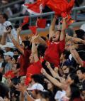 图文-女曲小组赛中国胜韩国 球迷们像过节一样