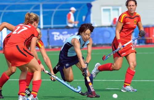 图文-女曲预赛德国1-0日本 日本队员积极拼抢