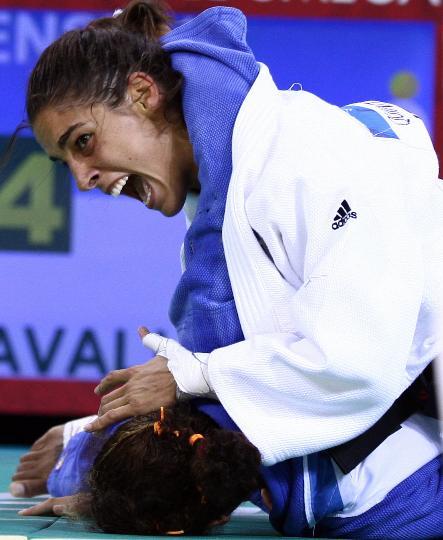 图文-女柔57公斤级意大利选手摘金 士气上压倒对手