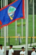 图文-关岛奥运代表团升旗仪式 国旗随风飘扬