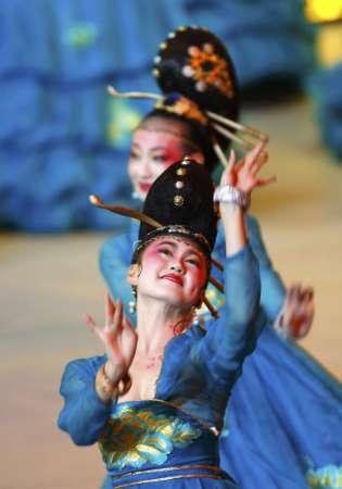 图文-北京奥运会开幕式盛大表演 摆出古典造型