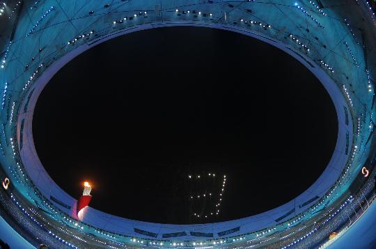 图文-北京奥运会闭幕式盛况 仰视倒计时第3秒
