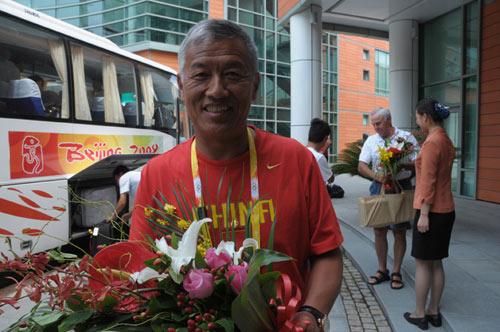 图文-中国赛艇队入住忠良书院 总教练一脸笑容