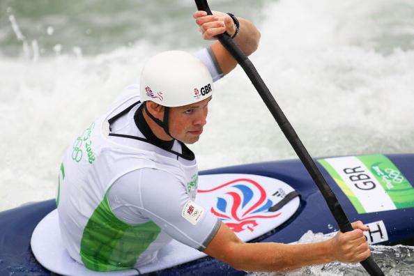 图文-奥运会11日皮划艇激流回旋赛况 水流很急