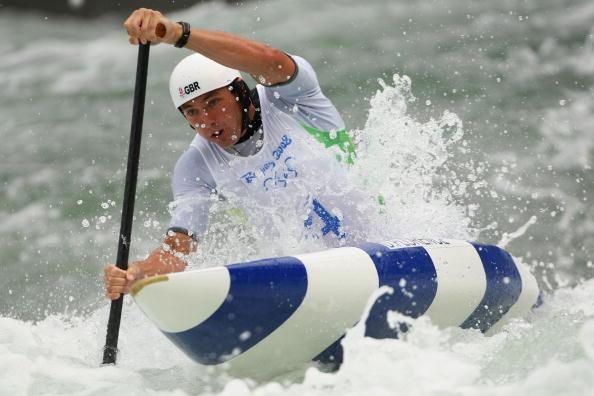 图文-奥运会11日皮划艇激流回旋赛况 奋勇向前
