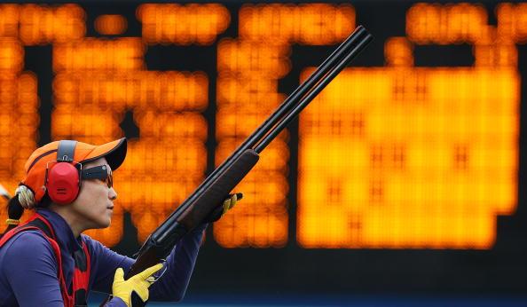 图文-女子飞碟多向资格赛 刘英姿准备射击