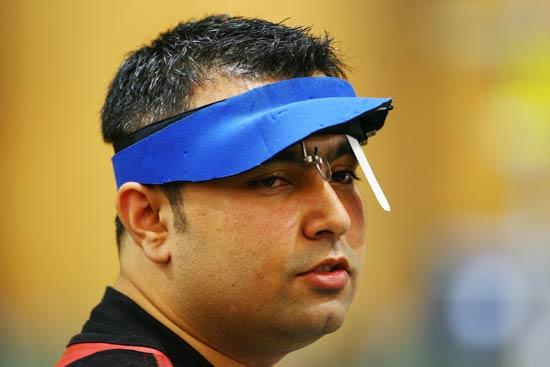 图文-男子10米气步枪决赛 印度选手显得很轻松