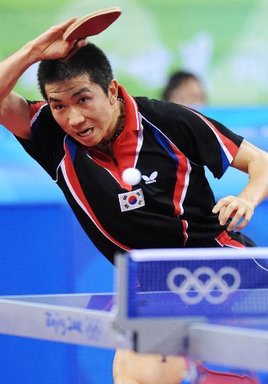 图文-奥运会乒乓球男单柳承敏出局 看准了机会出手