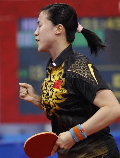 图文-女单王楠顺利晋级半决赛 王楠庆祝得分