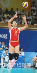 图文-[奥运]中国女排2-3古巴 冯坤腾空而起
