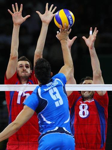 图文-男排争铜俄罗斯VS意大利 意大利轻吊